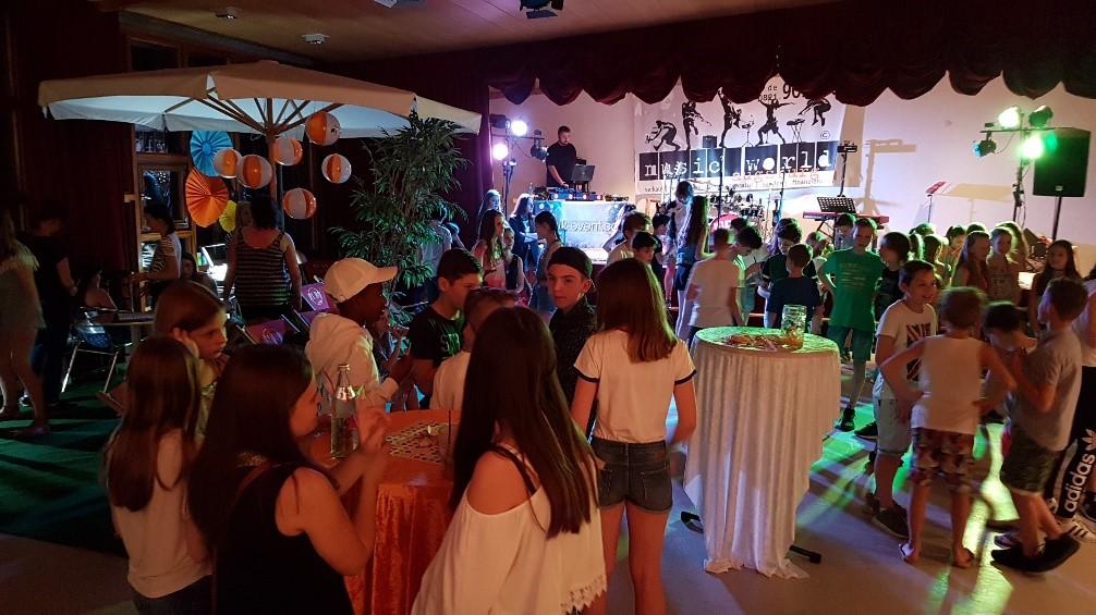 Kinder im Mittelpunkt e. V. spendete, um Kindern eine altersgemäße Party zu ermöglichen.