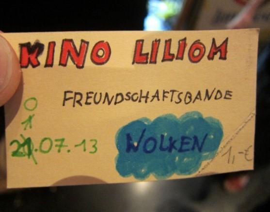 Ein Ticket für das Theaterstück des Theaterstück der KiTa St. Ulrich & Afra, für die der Kinder im Mittelpunkt e. V. spendete.